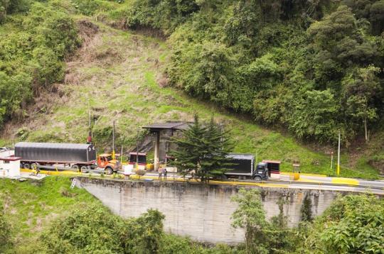 un des NOMBREUX péages de Colombie