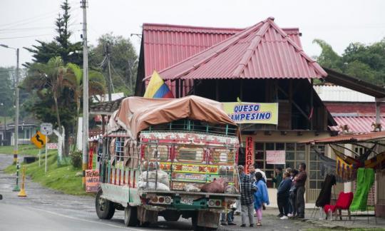 en Colombie aussi les bus sont colorés ...